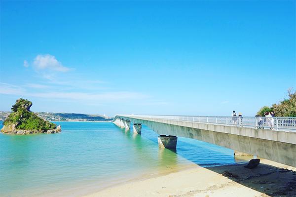 古宇利大橋から眺める古宇利島