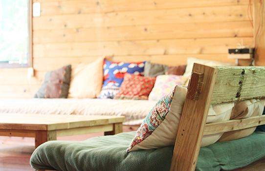 手作りソファでのんびりと
